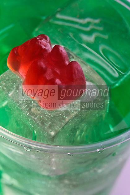 Cuisine/Gastronomie générale/ Confiserie: Oursons en Guimauve sur iceberg