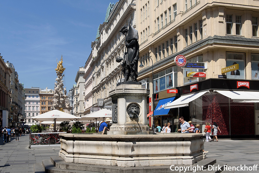 Brunnen und barocke Pests&auml;ule von 1692  in Einkaufstra&szlig;e Graben, Wien, &Ouml;sterreich, UNESCO-Weltkulturerbe<br /> Fountain and Baroque plague column at shopping street Graben, Vienna, Austria, world heritage
