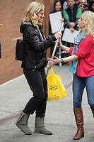 www.acepixs.com<br /> January 12, 2017 New York City<br /> <br /> Sara Haines carrying a big mirror on The View on January 12, 2017 in New York City.<br /> <br /> Credit: Kristin Callahan/ACE Pictures<br /> <br /> <br /> Tel: (646) 769 0430<br /> e-mail: info@acepixs.com