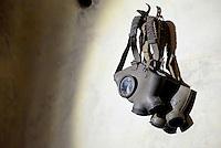 Roma, 24 Marzo 2016.<br /> Maschere antigas.<br /> Apre al pubblico il bunker dei Savoia.<br /> Il rifugio antiaereo dei Savoia fu costruito nel parco di Villa Ada nel 1940-42. Di forma circolare e a circa 200 m. di profondità, era accessibile alle auto e dotato di un efficace sistema di impianto di aerazione e filtraggio, azionabile anche in assenza di energia elettrica.<br /> <br /> Rome, March 24, 2016 .<br /> gas masks<br /> Opening to the public the Savoy bunker.<br /> The air-raid shelter of the Savoy was built in the park of Villa Ada in 1940-42 . Circular in shape and about 200 m . depth , was accessible to cars and equipped with an effective ventilation system and filtering system , also operable in the absence of electricity .