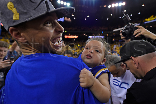30.05.2016. Oakland, CA, USA - Golden State Warriors' Stephen Curry (30) lets out a big smile while holding his daughter Ryan Carson Curry, 10 months, after defeating the Oklahoma City Thunder in Game 7 of the NBA Western Conference finals on Monday, May 30, 2016, at Oracle Arena in Oakland, Calif. The Warriors won 96-88  to go through to the best of 7 finals versus Cleveland.