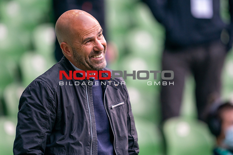 Peter Bosz Trainer / Headcoach (Bayer 04 Leverkusen),<br /> <br /> Sport: Fussball: 1. Bundesliga: Saison 19/20: <br /> 26. Spieltag: SV Werder Bremen vs Bayer 04 Leverkusen, 18.05.2020<br /> <br /> Foto ©  gumzmedia / Nordphoto / Andreas Gumz / POOL <br /> <br /> Nur für journalistische Zwecke! Only for editorial use!<br />  DFL regulations prohibit any use of photographs as image sequences and/or quasi-video.