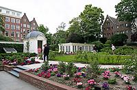 Nederland  Amsterdam - 2017. Museum Van Loon organiseert ook in 2017 de Open Tuinen Dagen. Op 16, 17 en 18 juni wordt het verborgen groen van de Amsterdamse binnenstad zichtbaar als ruim 30  tuinen van zowel particulieren als instellingen worden opengesteld voor het publiek.  Tuin van Hotel Pulitzer. Foto Berlinda van Dam / Hollandse Hoogte