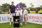 (L-R) Yao Ming, Gary Player, Tenniel Chu, Michael Douglas at the 1st hole of the World Celebrity Pro-Am 2016 Mission Hills China Golf Tournament on 23 October 2016, in Haikou, Hainan province, China. Photo by Marcio Machado / Power Sport Images