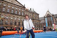 05-04-12, Netherlands, Amsterdam, Tennis, Daviscup, Netherlands-Rumania, Draw, Straattennis, Robin Haase voor het Paleis op de Dam