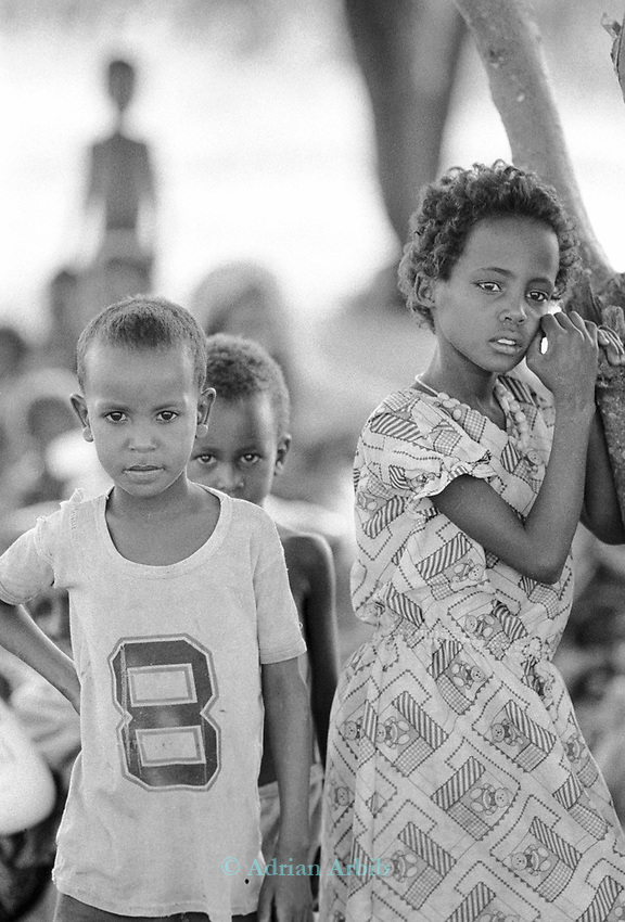 Somali children waiting for a food distributiom during a famine in Wajir, a town on the Kenya /Somalia  border populated mostly by Somalis.<br /> Northern East Kenya.