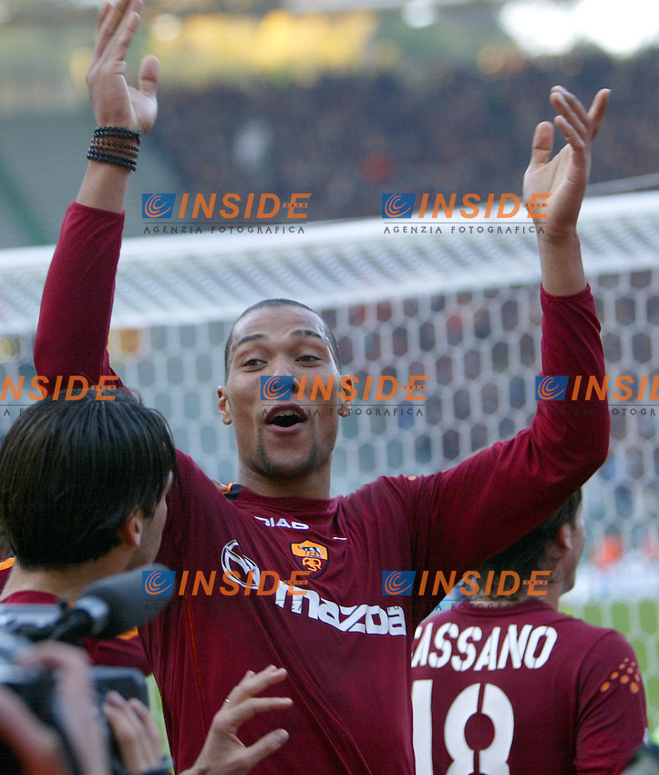 Roma 30/11/2003 <br /> Roma Lecce<br /> John Carew festeggia il gol del 2-0 per la Roma<br /> John Carew celebrates his goal of 2-0 for As Roma<br /> Foto Andrea Staccioli Insidefoto