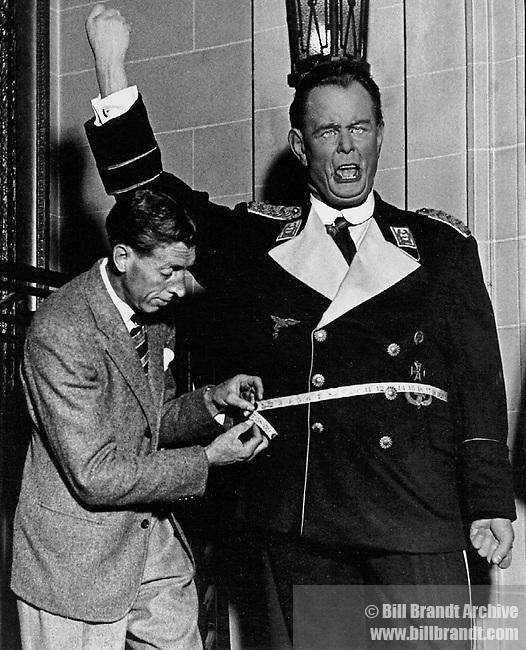 Measuring up Goebbels, wax museum 1940s