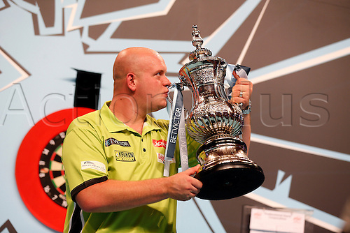 24.07.2016. Empress Ballroom, Blackpool, England. BetVictor World Matchplay Darts. Michael van Gerwen kisses the trophy