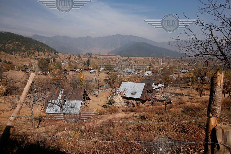 Landscape around Dardpora. Kashmir, India. © Fredrik Naumann/Felix Features