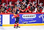 Stockholm 2014-09-17 Ishockey SHL Djurg&aring;rdens IF - Leksands IF :  <br /> Djurg&aring;rdens Mikael Samuelsson gratuleras av lagkamrater efter att ha passat fram till 2-0 av Joakim Eriksson <br /> (Foto: Kenta J&ouml;nsson) Nyckelord:  Djurg&aring;rden DIF Hockey Globen Ericsson Globe Arena SHL Leksand LIF jubel gl&auml;dje lycka glad happy