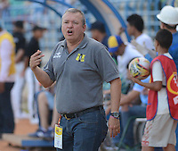 MONTERIA - COLOMBIA - 02-03-2015: Adolfo Leon Holguin técnico de Alianza Petrolera gesticula durante partido entre Jaguares FC y Alianza Petrolera por la fecha 7 de la Liga Aguila I 2015, jugado en el estadio Municipal de Monteria. / Adolfo Leon Holguin coach of Alianza Petrolera gestures during a match between Jaguares FC and Alianza Petrolera for the  date 7 of the Liga Aguila I-2015 at the Municipal de Monteria Stadium in Monteria city, Photo: VizzorImage / Jose Perdomo / Cont.