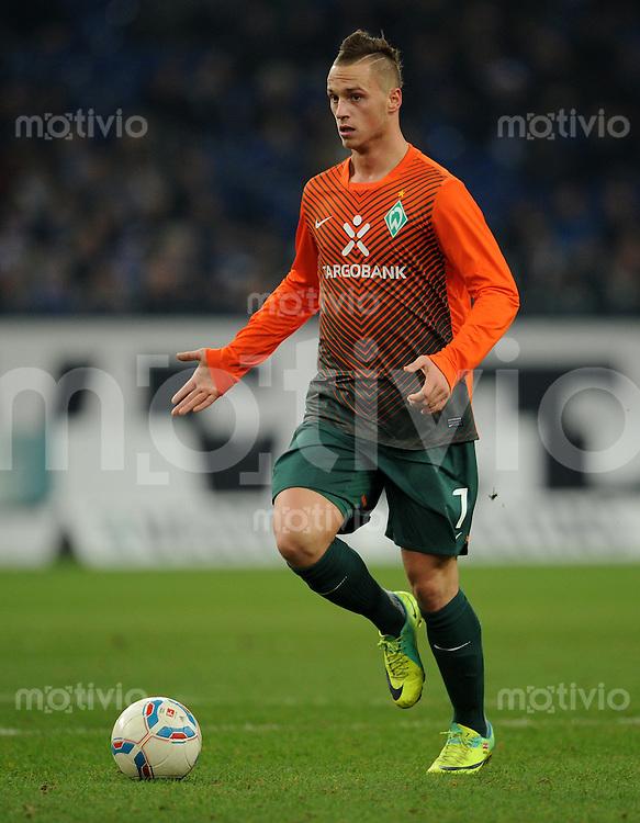FUSSBALL   1. BUNDESLIGA   SAISON 2011/2012    17. SPIELTAG FC Schalke 04 - SV Werder Bremen                            17.12.2011 Marko Arnautovic (SV Werder Bremen) Einzelaktion am Ball