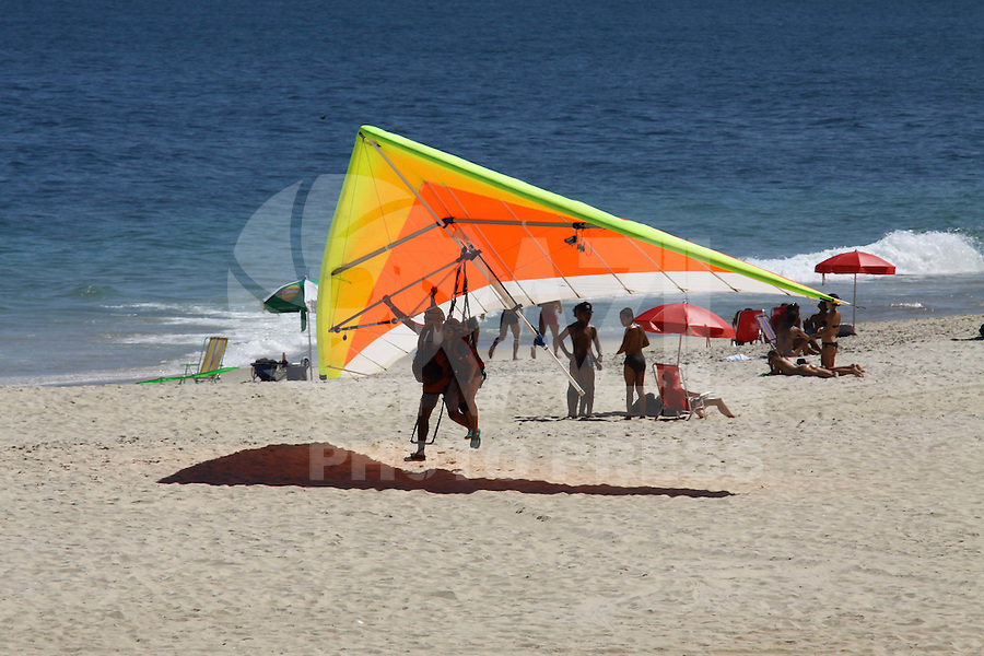 RIO DE JANEIRO, RJ, 03 DE FEVEREIRO DE 2012 - Movimentacao na Praia de Sao Conrado na tarde desta sexta-feira, 03. (FOTO: GUTO MAIA - NEWS FREE).
