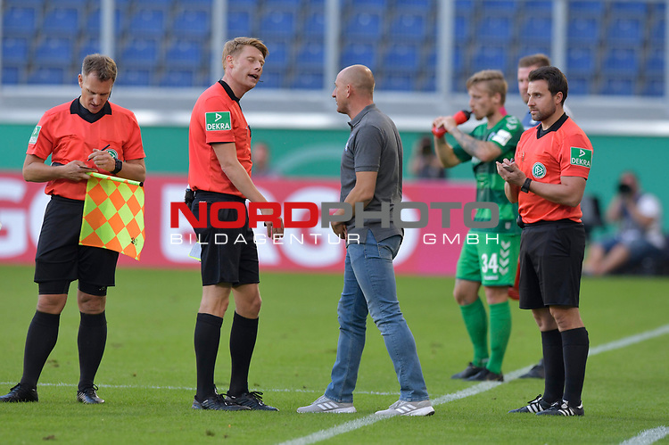 11.08.2019 , Schauinsland-Reisen Arena, Duisburg, DFB Pokal<br /> <br /> DFB REGULATIONS PROHIBIT ANY USE OF PHOTOGRAPHS AS IMAGE SEQUENCES AND/OR QUASI-VIDEO.<br /> <br /> im Bild / picture shows Trainer Thorsten Lieberknecht  ( MSV Duisburg  ) im Gespräch mit Schiedsrichter Christian Dingert.<br /> <br /> <br /> Foto © nordphoto / Freund