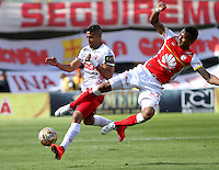 BOGOTA - COLOMBIA - 12-09-2015: Francisco Meza jugador de Independiente Santa Fe  disputa el balon con Diego Alvarez de Patriotas de Boyaca FC durante  partido  por la fecha 12 de la Liga Aguila II 2015 jugado en el estadio Nemesio Camacho El Campin. Francisco Meza  player of Independiente Santa Fe   fights the ball against  Diego Alvarez of Patriotas de Boyaca FC  during a match for the  twelfth date of the Liga Aguila II 2015 played at Nemesio Camacho El Campin stadium in Bogota city. Photo: VizzorImage / Felipe Caicedo / Staff.