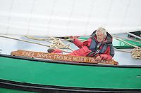 SKÛTSJESILEN: HEEG: 04-08-2015, IFKS skûtsjesilen de A klasse, Schipper Froukje Osinga-Meijer mei it skûtsje Jonge Jasper, oud schipper Siep Meijer, ©foto Martin de Jong