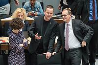 Plenarsitzung des Berliner Abgeordnetenhaus am Donnerstag den 23. Mai 2019.<br /> Im Bild vlnr.: Ramona Pop, Buendnis 90/Die Gruenen, stellv. Buergermeisterin und Senatorin fuer Wirtschaft, Energie und Betriebe; Klaus Lederer, Linkspartei, stellv. Buergermeister und Kultur- und Europasenator und Michael Mueller, Buergermeister, SPD.<br /> 23.5.2019, Berlin<br /> Copyright: Christian-Ditsch.de<br /> [Inhaltsveraendernde Manipulation des Fotos nur nach ausdruecklicher Genehmigung des Fotografen. Vereinbarungen ueber Abtretung von Persoenlichkeitsrechten/Model Release der abgebildeten Person/Personen liegen nicht vor. NO MODEL RELEASE! Nur fuer Redaktionelle Zwecke. Don't publish without copyright Christian-Ditsch.de, Veroeffentlichung nur mit Fotografennennung, sowie gegen Honorar, MwSt. und Beleg. Konto: I N G - D i B a, IBAN DE58500105175400192269, BIC INGDDEFFXXX, Kontakt: post@christian-ditsch.de<br /> Bei der Bearbeitung der Dateiinformationen darf die Urheberkennzeichnung in den EXIF- und  IPTC-Daten nicht entfernt werden, diese sind in digitalen Medien nach §95c UrhG rechtlich geschuetzt. Der Urhebervermerk wird gemaess §13 UrhG verlangt.]