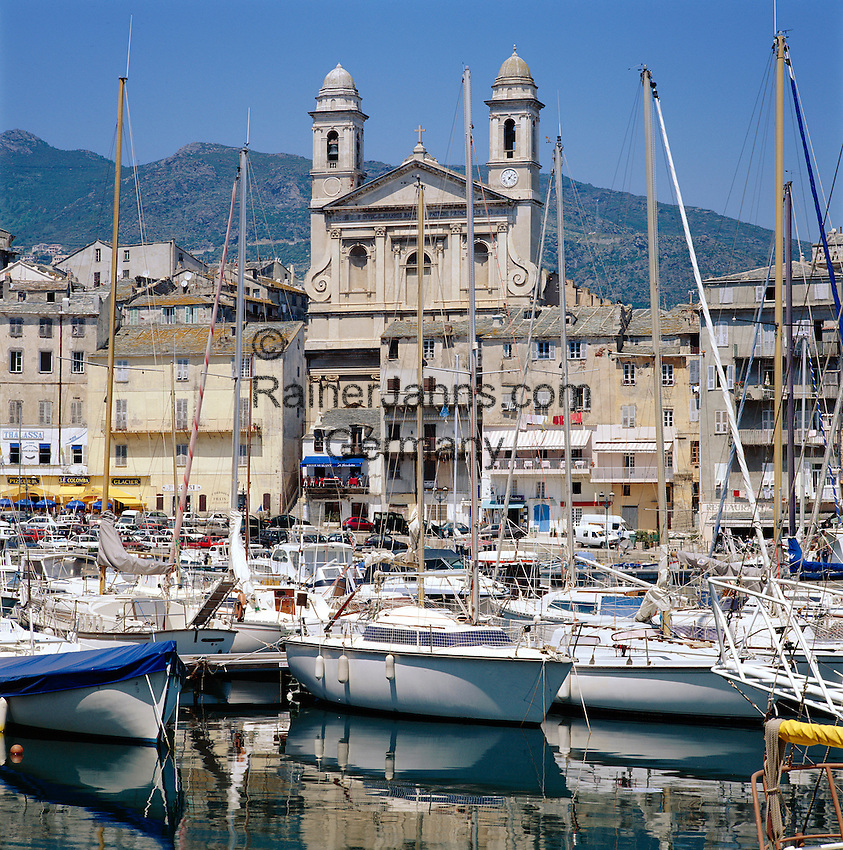 France, Corsica, Bastia: Vieux Port (old Port) with church Saint-Jean-Baptiste   Frankreich, Korsika, Bastia: Vieux Port (der alte Hafen) mit der Kirche Saint-Jean-Baptiste