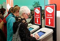 Nederland Amsterdam 2016 02 20. Cholesterol test op de Huishoudbeurs in de RAI. Bezoekers doen de risicocheck.  Foto Berlinda van Dam / Hollandse Hoogte