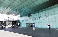 Nederland - Amsterdam - Juli 2020.  Het IJdock ( IJdok ) met het Paleis van Justitie.    Foto ANP / Hollandse Hoogte / Berlinda van Dam