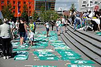 GRONINGEN - Voetbal, Open dag FC Groningen ,  seizoen 2017-2018, 06-08-2017,   de jeugd maakt banners voor de eerste wedstrijd