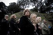 ROMA. UN FAMILIARE DEI 335 MARTIRI ASSISTE ALLA CERIMONIA COMMEMORATIVA DELL'ECCIDIO DELLE FOSSE ARDEATINE