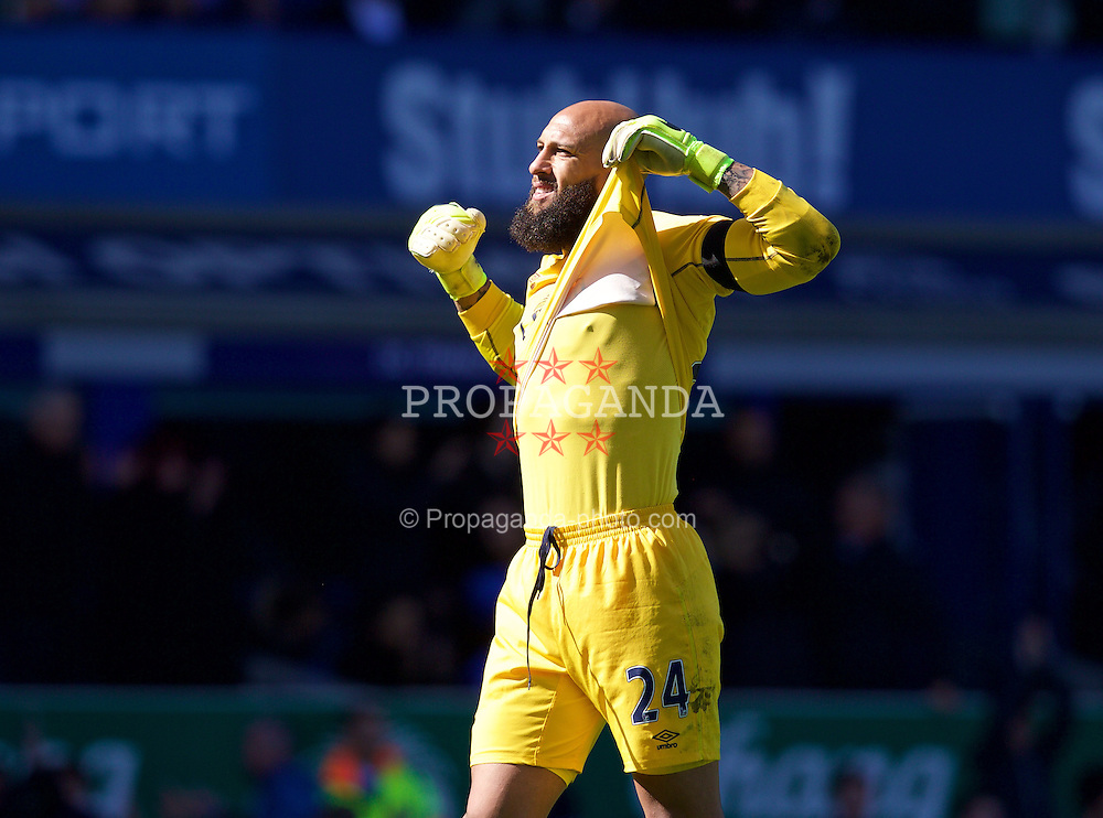 LIVERPOOL, ENGLAND - Sunday, April 26, 2015: Everton's goalkeeper Tim Howard celebrates his side's 3-0 victory over former club Manchester United during the Premier League match at Goodison Park. (Pic by David Rawcliffe/Propaganda)