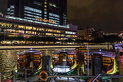 Singapore, street scene in Boat Quay, popular nightlife spot