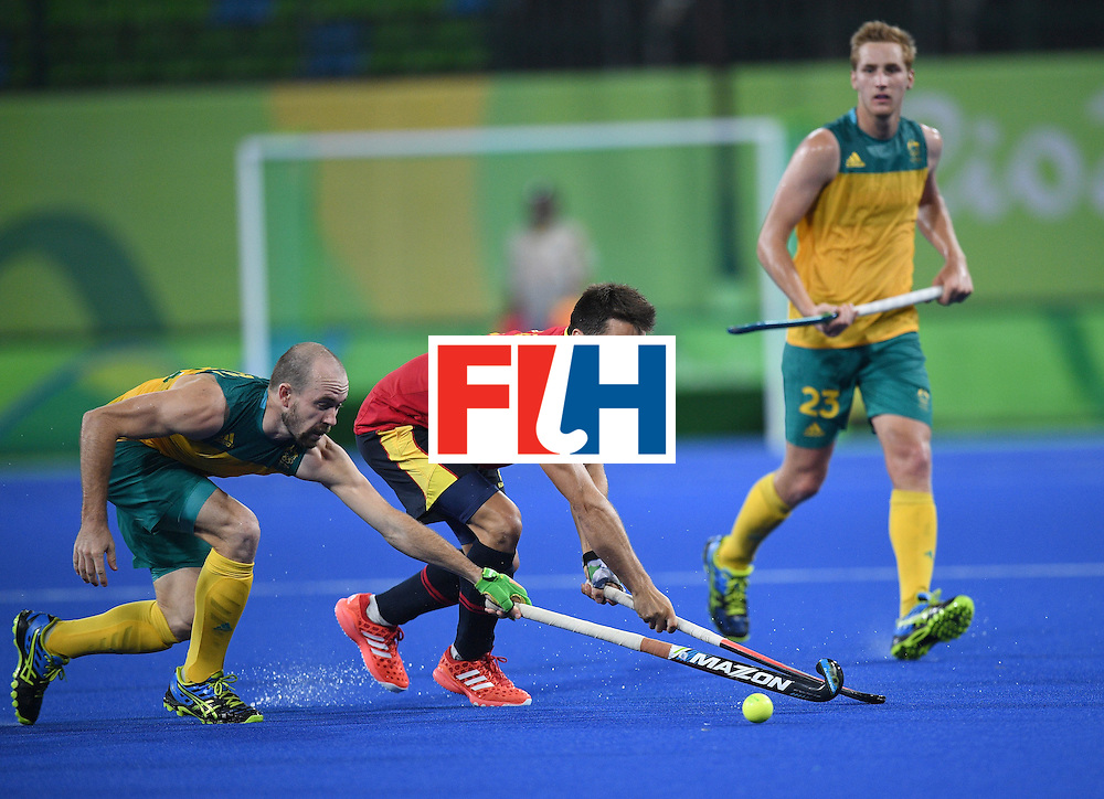 Australia's Matthew Swann (L) and Spain's Marc Salles stretches for the ball as Australia's Daniel Beale looks on during the men's field hockey Australia vs Spain match of the Rio 2016 Olympics Games at the Olympic Hockey Centre in Rio de Janeiro on August, 7 2016. / AFP / MANAN VATSYAYANA        (Photo credit should read MANAN VATSYAYANA/AFP/Getty Images)