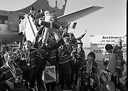 Irish Paralympic Team Arrive Home From Seoul.(R89).1988..28.10.1988..10.28.1988..28th October 1988..The Seoul Summer Paralympics 1988..The very successful Irish Paralympic team arrived home to Dublin today. The team managed a haul of 42 medals, 13 Gold, 11 Silver, 18 Bronze which earned them 19th place in the overall medal table...Image shows a very happy group of athletes on their arrival at Dublin Airport following their very successful Olympics in Seoul, South Korea.