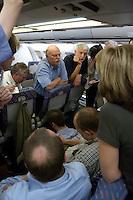 10 DEC 2004, ABU DHABI/UNITED ARAB EMIRATES:<br /> Peter Struck, SPD, Bundesverteidigungsminister, und Journalisten, waehrend einem Hintergrundgespraech auf dem Heimflug nach Besuches des Ausbildungskommandos der Bundeswehr fuer irakische Soldaten bei Abu Dhabi, Airbus A310 der Flugbereitschaft der Bundesluftwaffe<br /> IMAGE: 20041210-01-066<br /> KEYWORDS: Reise, Vereinigte Arabische Emirate, VAE, UAE, Gespräch, Hintergrundgespräch, Journalist