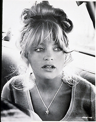 1974, Film Title: SUGARLAND EXPRESS, Director: STEVEN SPIELBERG, Studio: UNIV, Pictured: GOLDIE HAWN, FRINGE, WORRIED, CAR, CAR WINDOW, HEAD SHOT, FUGITIVE. (Credit Image: SNAP/ZUMAPRESS.com) (Credit Image: © SNAP/Entertainment Pictures/ZUMAPRESS.com)