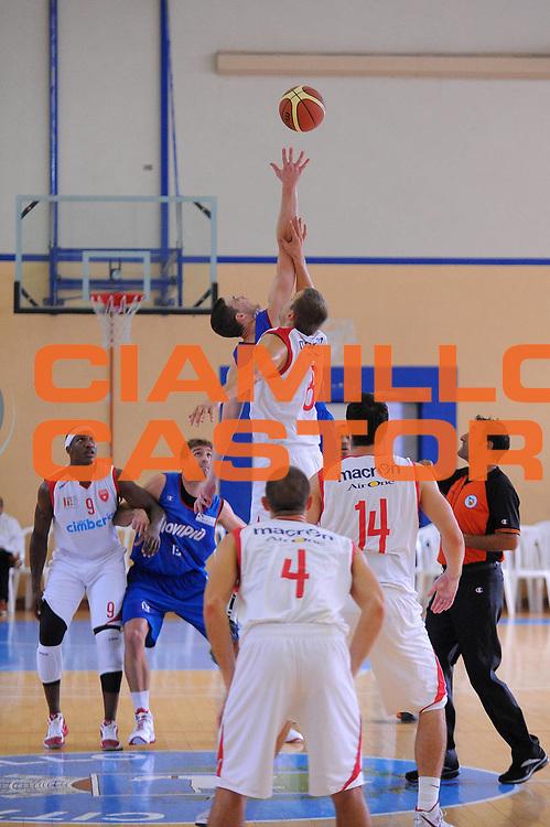 DESCRIZIONE : Varallo Torneo di Varallo Lega A 2011-12 Cimberio Varese Novipiu Casale Monferrato<br /> GIOCATORE : Janar Talts<br /> CATEGORIA : Palla a due<br /> SQUADRA : Cimberio Varese<br /> EVENTO : Campionato Lega A 2011-2012<br /> GARA : Cimberio Varese Novipiu Casale Monferrato<br /> DATA : 11/09/2011<br /> SPORT : Pallacanestro<br /> AUTORE : Agenzia Ciamillo-Castoria/A.Dealberto<br /> Galleria : Lega Basket A 2011-2012<br /> Fotonotizia : Varallo Torneo di Varallo Lega A 2011-12 Cimberio Varese Novipiu Casale Monferrato<br /> Predefinita :