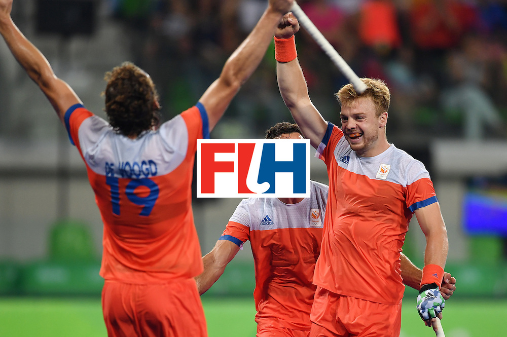 Netherland's Sander Baart (R) celebrates his team's fouth goal during the men's quarterfinal field hockey Netherlands vs Australia match of the Rio 2016 Olympics Games at the Olympic Hockey Centre in Rio de Janeiro on August 14, 2016. / AFP / MANAN VATSYAYANA        (Photo credit should read MANAN VATSYAYANA/AFP/Getty Images)