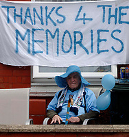 Photo. Glyn Thomas. <br /> Coventry City v Derby County. <br /> Coca Cola Championship. 30/04/2005.<br /> A Coventry City fan pays tribute to Highfield Road as the team plays the final match there before moving to the Ricoh Arena.