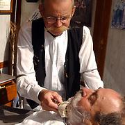 Huizerdag 2004, barbier, scheren, kwast, oude wijze, mes