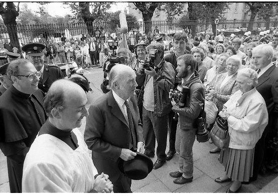 Mass For The 26th Dail.     (T3)..1989..29.06.1989..06.29.1989..29th June 1989..After the General Election  a mass took place today at the Pro-Cathedral in Dublin. The mass was to bless   the incoming TD's who were successful in their election to the Dáil...The President, Patrick Hillery,is pictured entering the Pro-Cathedral for the mass for the 26th Dáil.