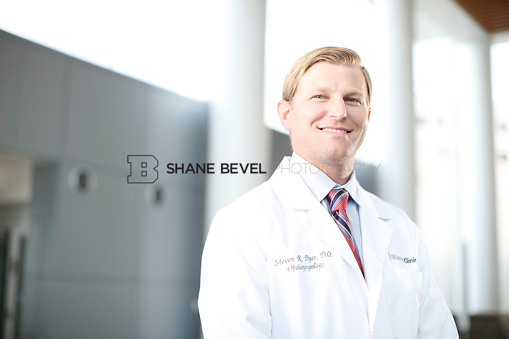 7/22/15 3:16:38 PM -- Dr. Steven Dyer poses for a portrait. <br /> <br /> Photo by Shane Bevel