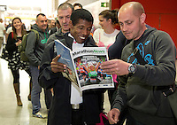 Distance running legend Haile Gebrselassie of Ethiopia prepares for his job as pacemaker for Sunday's Virgin Money London Marathon. <br /> Haile Gebrselassie compares notes with Chris Murdoch, first in the queue to collect his race number at the opening of the official race Expo at the ExCeL centre London.<br /> <br /> Wednesday 9th of April 2014<br /> <br /> Free usage no reproduction fee<br /> <br /> Pool Publicity picture, distributed by London Marathon<br /> <br /> FFI Contact <br /> Penny Dain 07799170433 <br /> Pennyd@london-marathon.co.uk<br /> Excel Exhibition Centre<br /> The Virgin Money London Marathon 2014<br /> 09 April 2014. <br /> <br /> Photo: Tom Lovelock/Virgin Money London Marathonmedia@london-marathon.co.uk