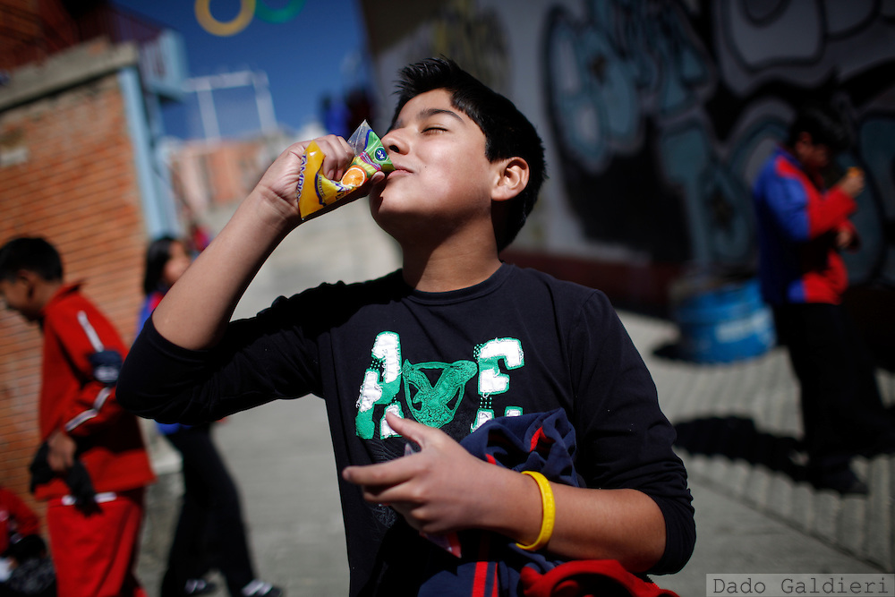 Students eat during their break at a school in La Paz, Bolivia, Wednesday, July 14, 2010. (Photo Dado Galdieri)