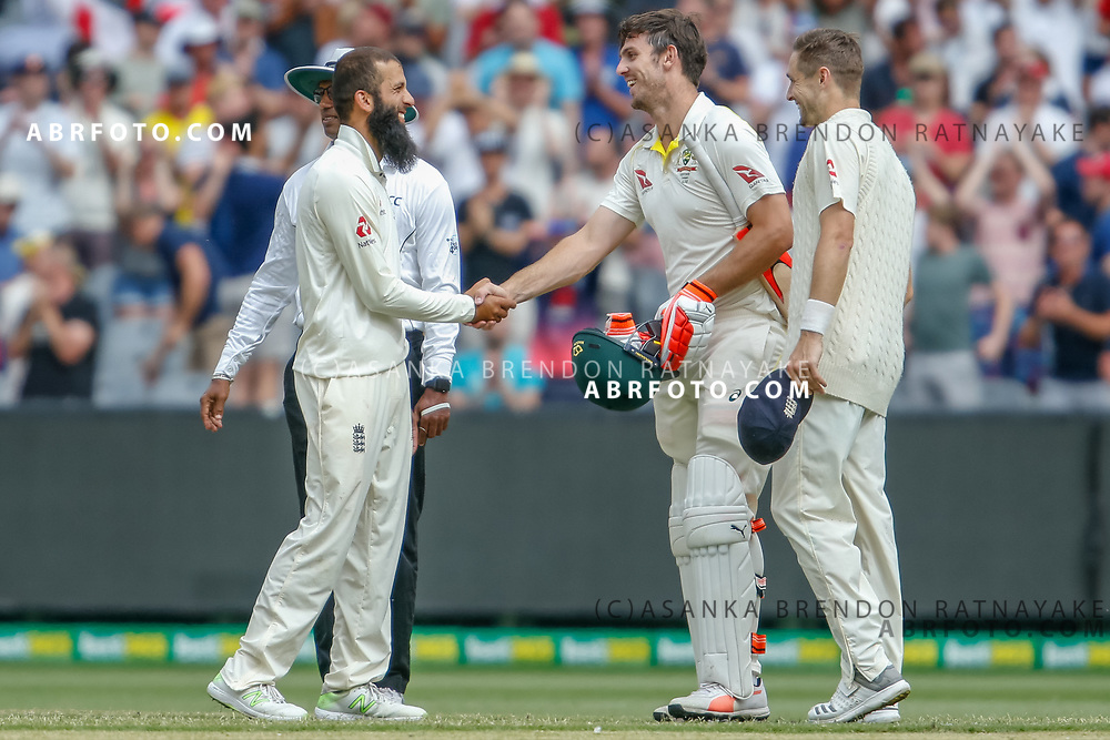 Mitchell Marsh and Moeen Ali shake hands at the end of play during day 5 of the 2017 boxing day test.