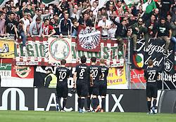 02.04.2016, Coface Arena, Mainz, GER, 1. FBL, 1. FSV Mainz 05 vs FC Augsburg, 28. Runde, im Bild Daniel Baier (FC Augsburg), Markus Feulner (FC Augsburg), Jeong Ho Hong (FC Augsburg), Ragnar Klavan (FC Augsburg) und Alfred Finnbogason (FC Augsburg) stellen sich den Fans // during the German Bundesliga 28th round match between 1. FSV Mainz 05 and FC Augsburg at the Coface Arena in Mainz, Germany on 2016/04/02. EXPA Pictures © 2016, PhotoCredit: EXPA/ Eibner-Pressefoto/ Neis<br /> <br /> *****ATTENTION - OUT of GER*****