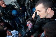 Rassemblement d'un millier de personne en soutien aux mouvement des indignados en Espagne, Non violent et fonctionnant de façon democratique le mouvement tente de rester dormir sur la place de la Bastille mais les forces de polices les évacuent en debut de soiree - Place de la Bastille à Paris le 29 Mai 2011. ©Benjamin Girette/IP3Press