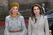 Officieel bezoek Jordanie aan Nederland - Dag 2<br /> <br /> Jordaans koningspaar op bezoek in de Tweede Kamer<br /> <br /> <br /> Official visit Jordan to the Netherlands - Day 2<br /> <br /> Jordanian royal couple visiting the Parlement<br /> <br /> <br /> <br />  koningin Rania met koningin Maxima / Queen Rania with Queen Maxima