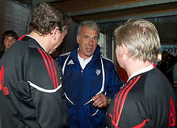 ALTACH, AUSTRIA - Saturday, July 17, 2010: Al-Hilal Al Saudi FC manager Eric Gerets chats with Liverpool's manager Roy Hodgson and assistant manager Sammy Lee before the Reds' first preseason match of the 2010/2011 season at the Cashpoint Arena. (Pic by David Rawcliffe/Propaganda)