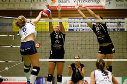 20150211 NED: Eredivisie, Sliedrecht Sport - Coolen Alterno, Sliedrecht<br /> Angelique Vergeer (6) of Sliedrecht Sport, Lisette Stindt (4) of Coolen Alterno, Heleen Hesselink (14) of Coolen Alterno<br /> ©2015-FotoHoogendoorn.nl / Pim Waslander