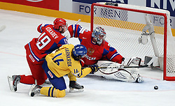 11.05.2012, Ericsson Globe, Stockholm, SWE, IIHF, Eishockey WM, Russland (RUS) vs Schweden (SWE), im Bild Sverige Sweden 16 Calle Jarnkrok misses the open goal by a few centimeters // during the IIHF Icehockey World Championship Game between Russia (RUS) and Sweden (SWE) at the Ericsson Globe, Stockholm, Sweden on 2012/05/11. EXPA Pictures © 2012, PhotoCredit: EXPA/ PicAgency Skycam/ Morten Christensen, ***** ATTENTION - OUT OF SWE *****. EXPA Pictures © 2012, PhotoCredit: EXPA/ PicAgency Skycam/ Morten Christensen..***** ATTENTION - OUT OF SWE *****