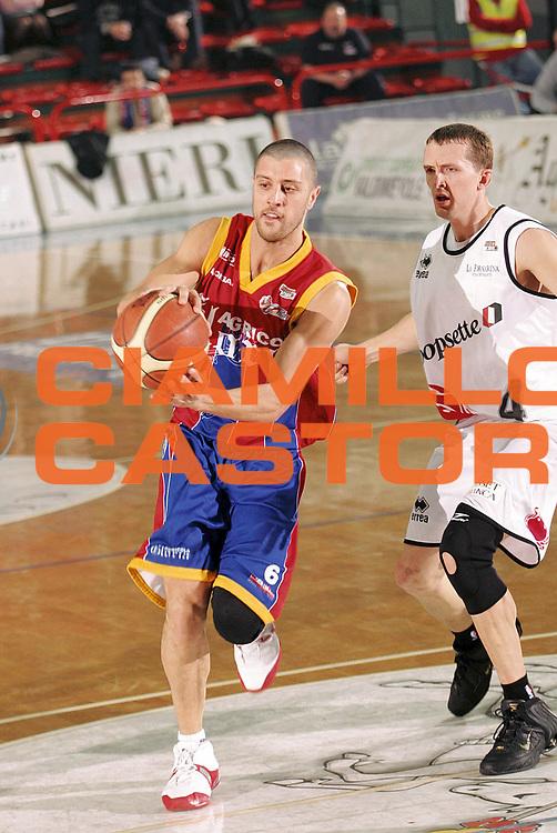 DESCRIZIONE : Montecatini Lega A2 2005-06 Agricola Gloria RB Montecatini Terme Coopsette Basket Rimini<br /> GIOCATORE : Meini<br /> SQUADRA : Agricola Gloria RB Montecatini Terme<br /> EVENTO : Campionato Lega A2 2005-2006<br /> GARA : Agricola Gloria RB Montecatini Terme Coopsette Basket Rimini<br /> DATA : 12/02/2006<br /> CATEGORIA : Penetrazione<br /> SPORT : Pallacanestro<br /> AUTORE : Agenzia Ciamillo-Castoria/Stefano D'Errico