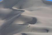 GOBI DESERT, MONGOLIA..08/24/2001.Gobi Gurvansaikhan National Park..Tourists climbing Khongoryn Els sand dunes..(Photo by Heimo Aga)